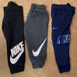 3 Nike 2T joggers